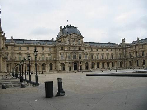 No se puede mostrar la imagen �http://www.egiptomania.com/antiguoegipto/museos/louvre_gral01.jpg� porque contiene errores.