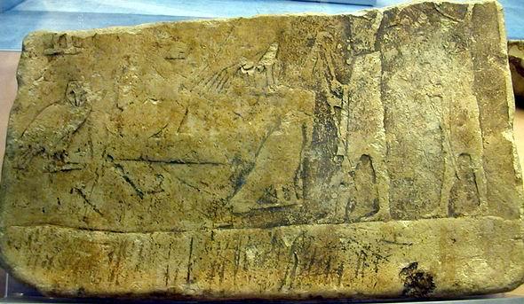 Relieve de caliza de la I ó II dinastía, reutilizado en una tumba-pozo de la III dinastía en Saqqara