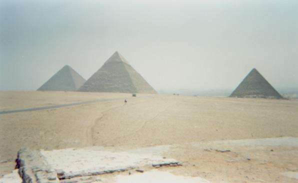 http://www.egiptomania.com/piramides/jufu/jufu01.JPG